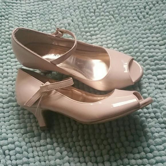 Shoes   Little Girls Beige Patent Peep